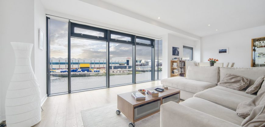 Flat 5/2, 21 Meadowside Quay Square | Glasgow | Two Bedroom Modern Apartment